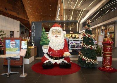 Williams Landing Giant Selfie Santa Seat