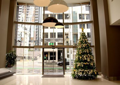 Como Corporate Traditional Christmas Tree