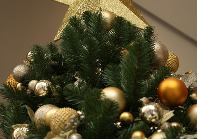 Gold Christmas Tree Topper Close-Up