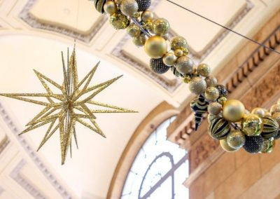 3D Gold Star and Bauble Garland